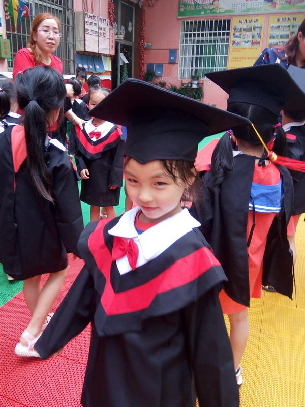 宝贝毕业照之三,后为同学及班上龙老师