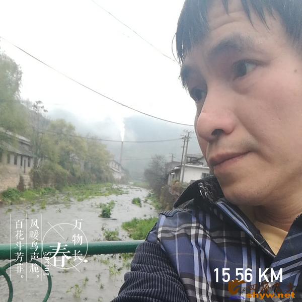15.56公里经过一座小桥,桥下的溪水穿过孝坪长长的大洞口