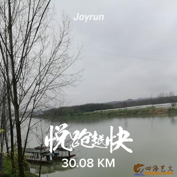 30.08公里至大湾村沅江边,江上泊有客船,长长的当江洲将沅江水一分为二。